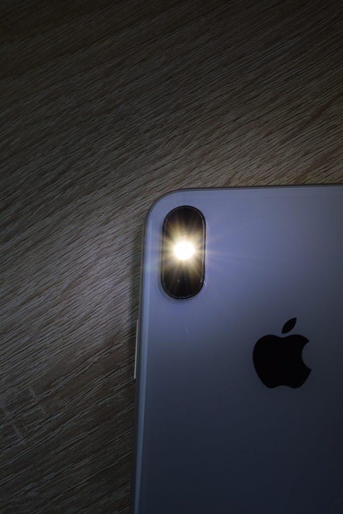 Apple flash camera